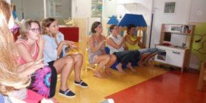 groupe formé à la langue des signes bébé